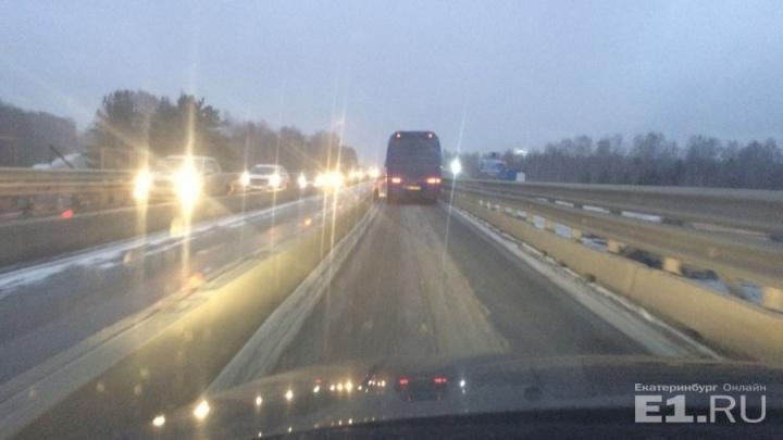 Готовьтесь к пробкам: на Тюменском тракте под Екатеринбургом начинается ремонт моста