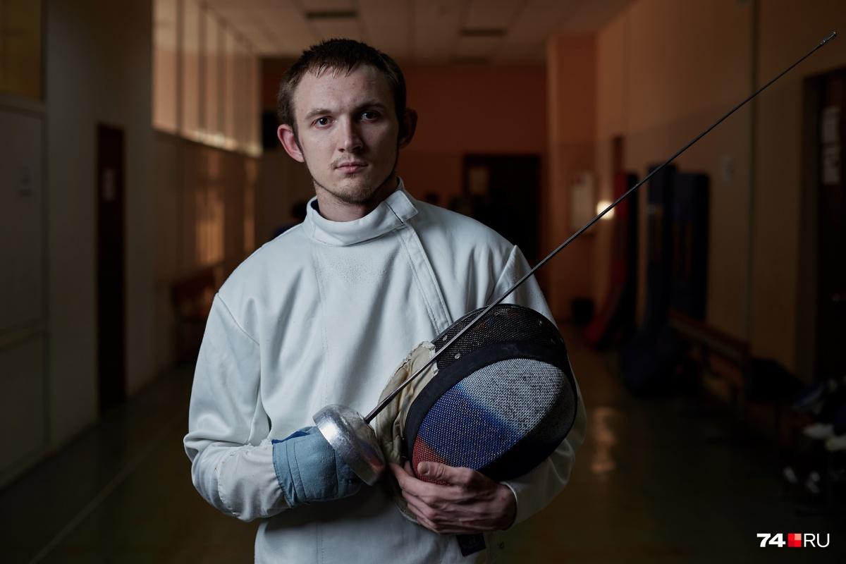 Паралимпийским фехтованием Александр занимается больше семи лет
