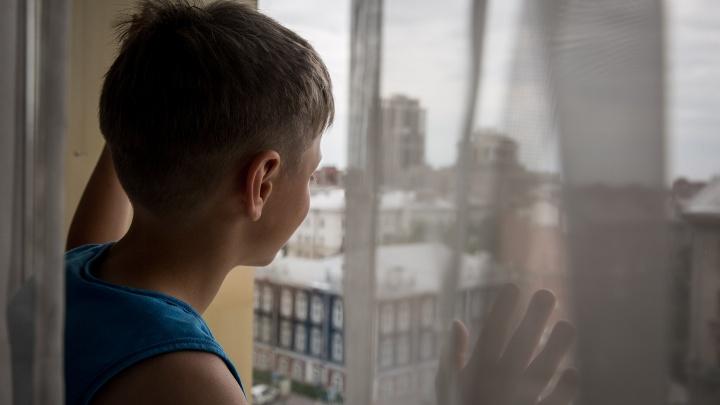 6-летний мальчик выпал с балкона многоэтажки на Татьяны Снежиной