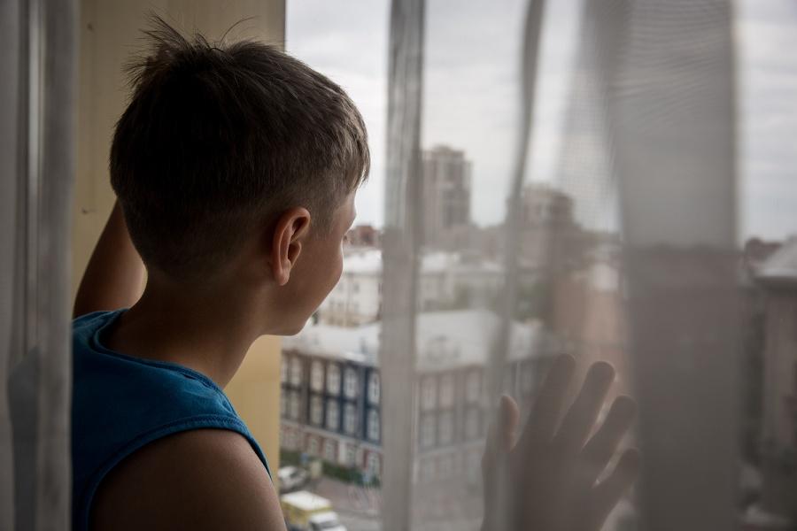 Шестилетний парень разбился при падении свосьмого этажа вНовосибирске