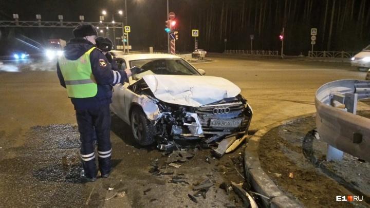 Появилось видео с моментом столкновения машины медицины катастроф и Audi на Объездной
