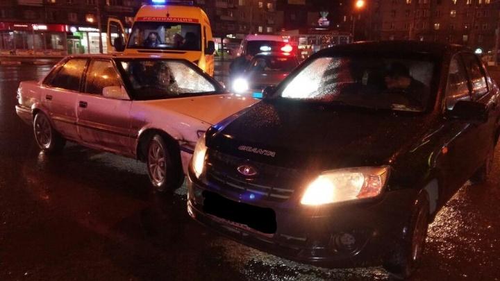 Пассажирка LADA Granta пострадала после столкновения с Toyota