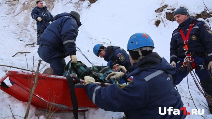 Унесенные ветром: уфимские спасатели пришли на выручку упавшим парашютистам