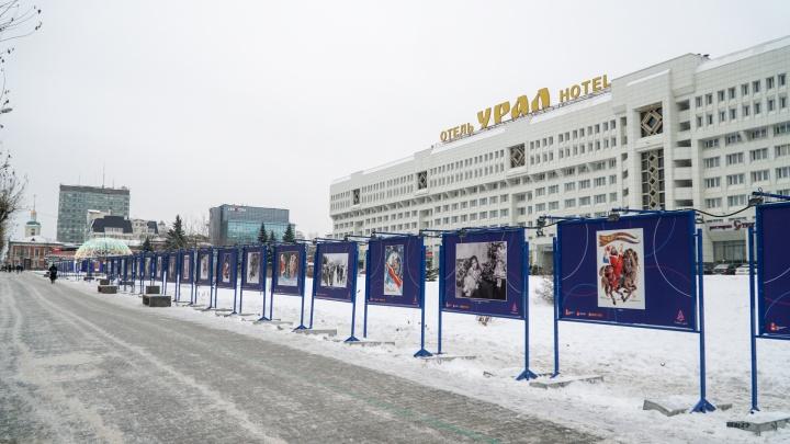 «Как забор на стройке»: Денис Галицкий — о том, что не так с выставкой открыток в центре Перми
