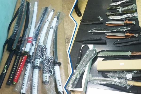 Холодное оружие нашли при досмотре грузовика на автомобильном пункте пропуска «Бугристое»