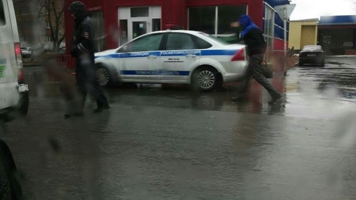 В Тюмени приставы заставили мужчину оплатить штраф за пьянку за рулем, арестовав его машину