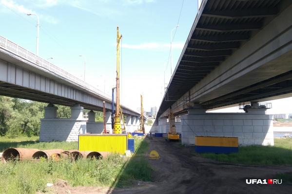 Строительство моста началось в начале лета