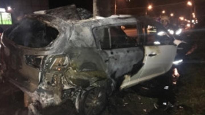 Сгорели заживо в собственном автомобиле: подробности жуткого ДТП в Рыбинске