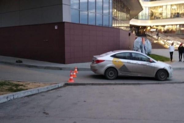 ДТП случилось возле здания торгового центра «Апельсин» напротив железнодорожного вокзала «Новосибирск-Главный»