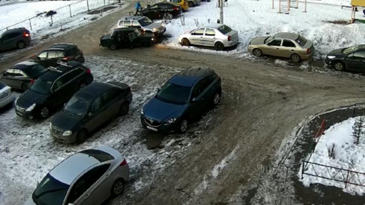 На видео попали угонщики «Жигулей», сбежавшие в места ДТП в Уфе