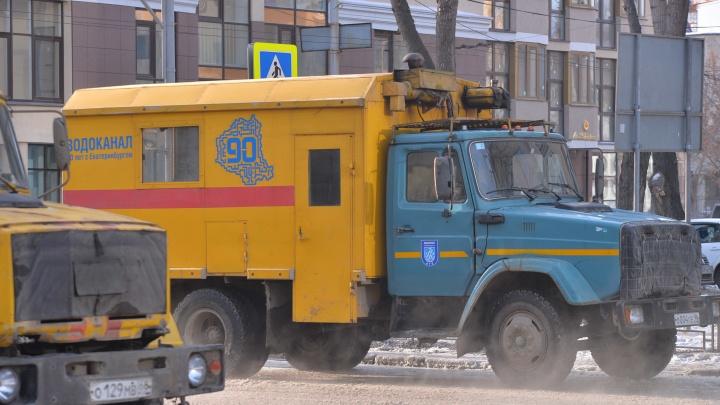 «Жители могут остаться без воды»: в центре Екатеринбурга перекроют улицу для ремонта водопровода