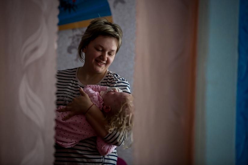 девочка занимает у папы 25 рублей