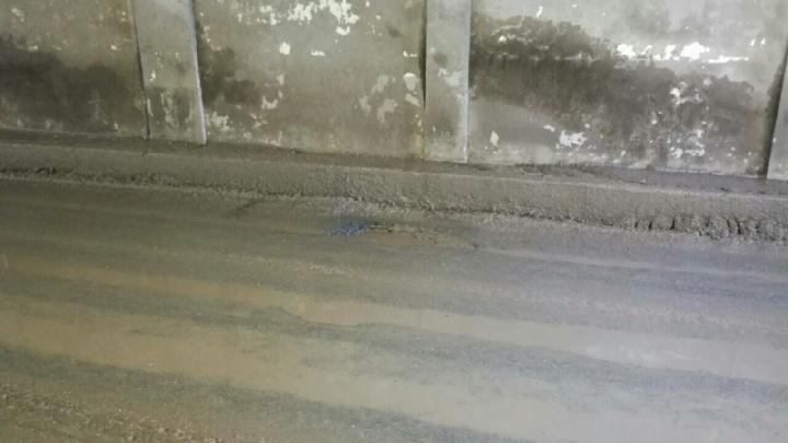 «Где дороги?»: в тоннеле около вокзала появилась яма с острыми краями