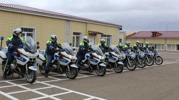 На улицы Красноярска выехали инспекторы ГИБДД на мотоциклах