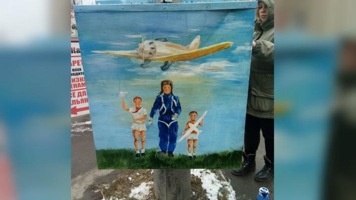 Первым делом — самолёты: челябинцы за 10 тысяч рублей превратили обшарпанную будку в арт-объект