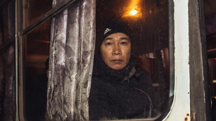 Приехал на заработки: в Самарской области полицейские сняли с поезда нелегального мигранта
