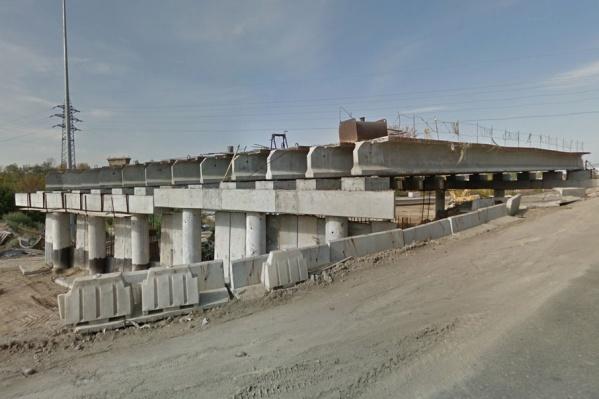 Строительство моста заморозили в 2017 году
