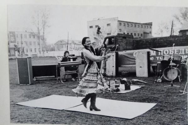 Зульфия Кудашева, народная артистка Башкирии.  На баяне – народный артист РБ Раджап Вадутов