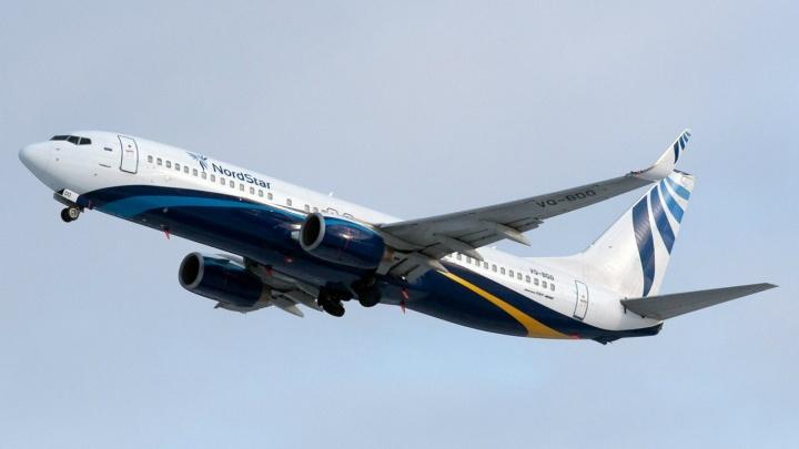 Над Красноярском кружит Boeing с трещиной в лобовом стекле
