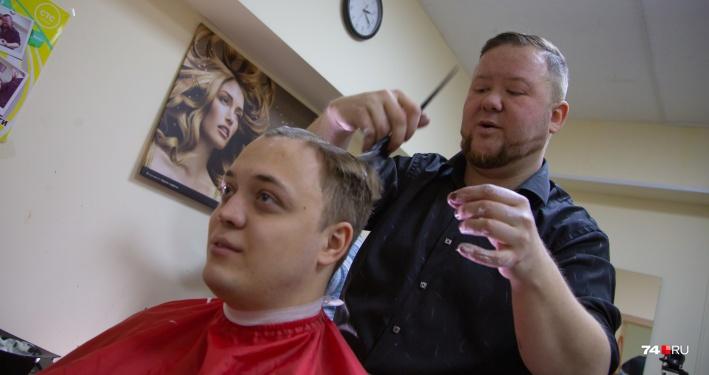 Шесть часов без остановки: челябинскому парикмахеру подтвердили новый рекорд