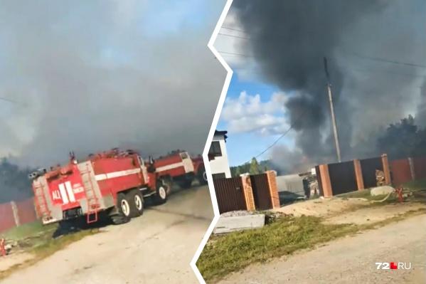 Жилые постройки и гараж огонь уничтожил полностью. Восстановлению постройки не подлежат