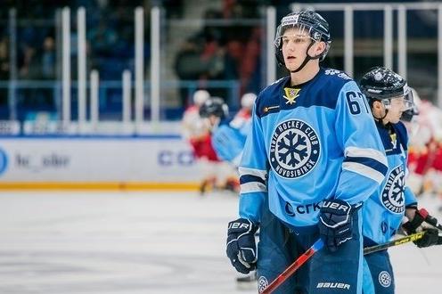Защитник ХК «Сибирь» сбил с ног судью на матче с «Куньлунем» — его дисквалифицировали на два матча