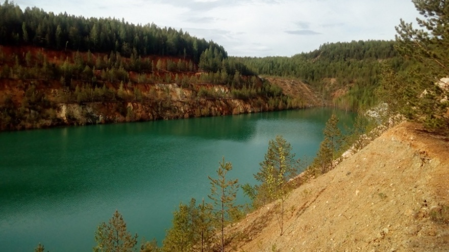Маршрут выходного дня: 5 озер, рек и карьеров Урала, которые удивят вас берегами и цветом воды