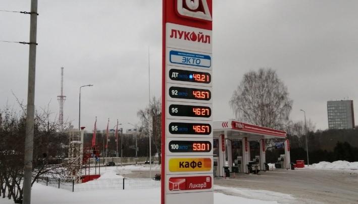 Росстат изучил цены на бензин по стране. В Пермском крае он стоит больше среднего