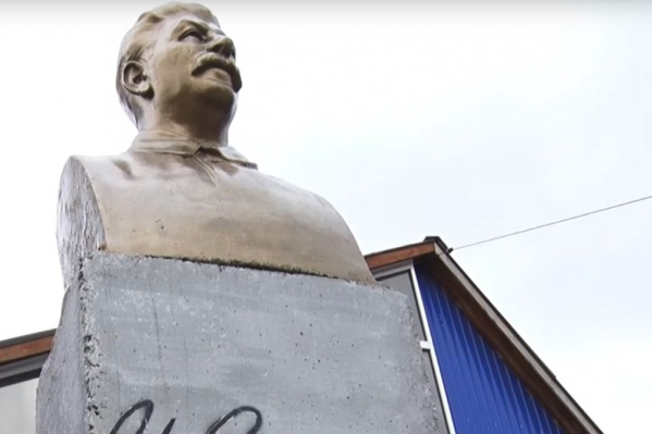 Памятник Сталину установил житель Ачинска во дворе у своего дома