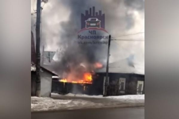 Пожар засняли на камеру очевидцы