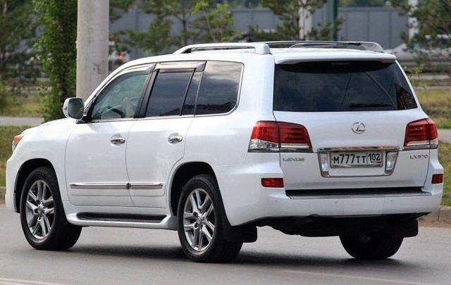 В Башкирии угнали белый Lexus c блатными номерами