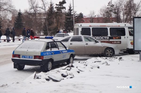 Женщина поворачивала на улицу Орджоникидзе