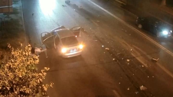 Ночная авария с четырьмя пострадавшими на Второй Продольной Волгограда попала на видео