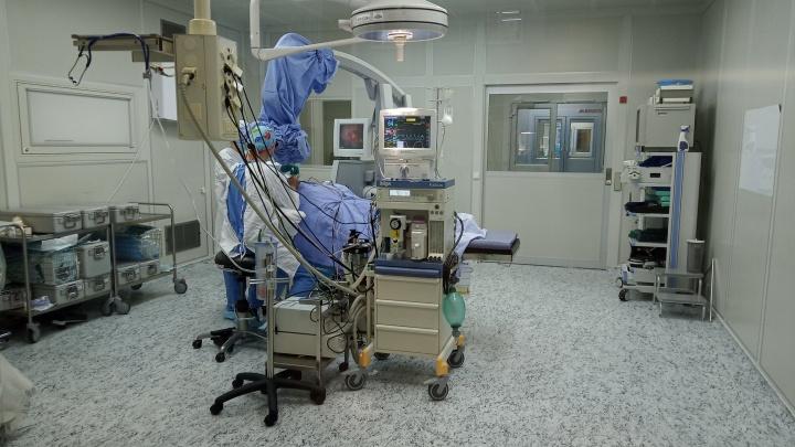 Екатеринбургские врачи впервые на Урале одновременно удалили пациенту опухоли в мозге и легком
