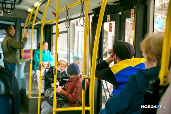 Безналичный расчет хотят сделать обязательным для всех автобусов