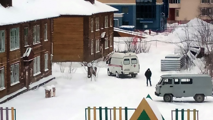 «Врачи толкают машины»: нечищеные дороги помешали работе скорой помощи
