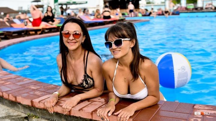 Доставайте купальники! Тест-драйв пляжей и спа-зон с бассейном в Екатеринбурге