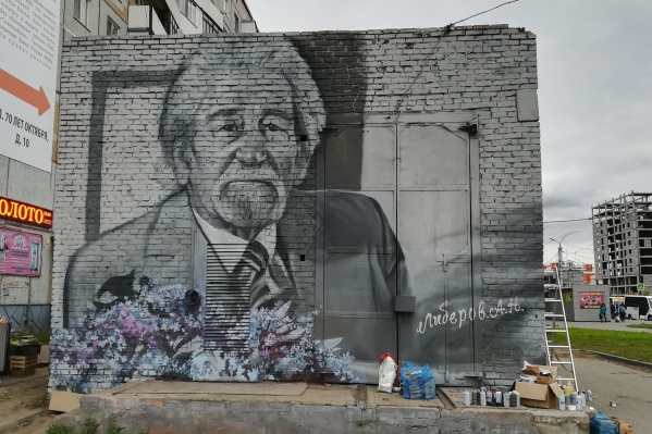 Граффити украсило трансформаторную будку