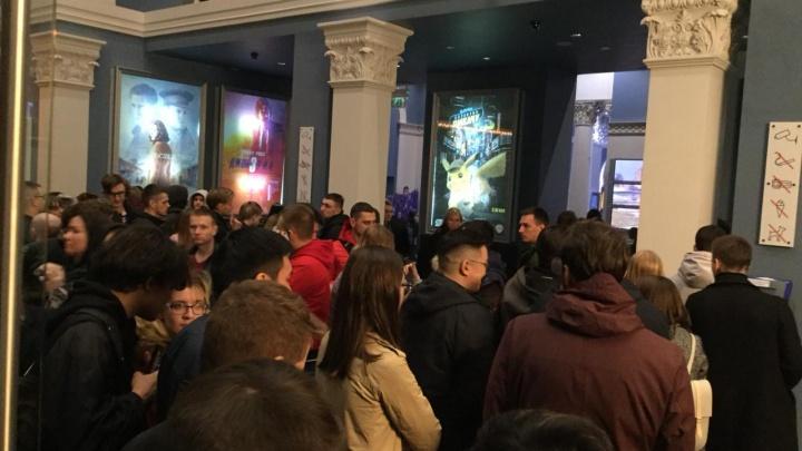 Толпы новосибирцев отправились в кино ночью на фильм про супергероев из США