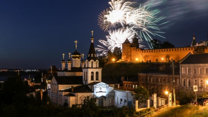 Салют над городом и вокал Дубцовой: показываем яркие фото финала Дня России в Нижнем Новгороде