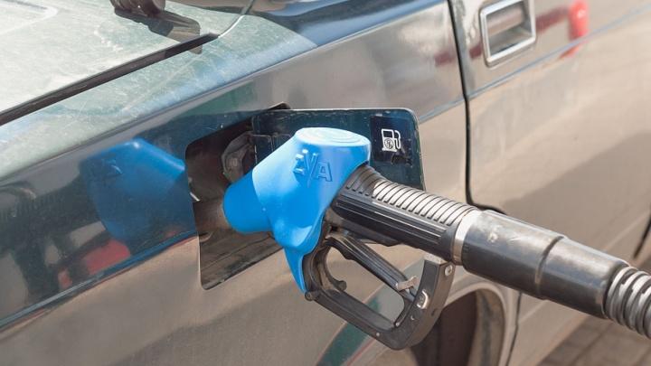 45 рублей за литр: шквальное подорожание бензина тормознули акцизами