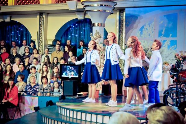 Артисты исполнили песню«Я пою!», автором которой является Татьяна Пархоменко