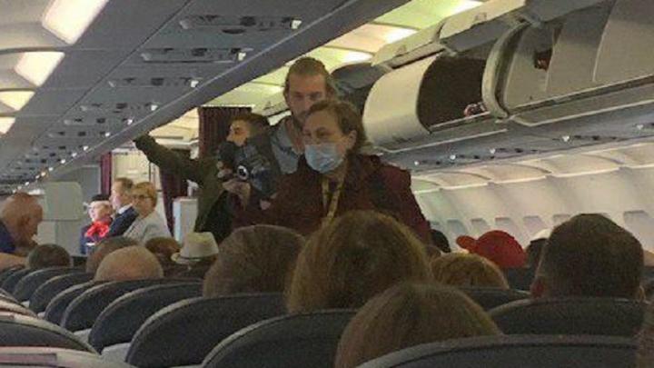 Пассажиров рейса «Уральских авиалиний» из Грузии задержали в самолёте и устроили им проверку