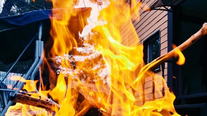 Под Новосибирском подросток обгорел, когда разжигал костёр бензином
