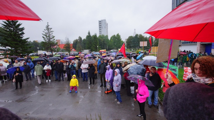 Сотни жителей Краснообска вышли на митинг против политики местной администрации