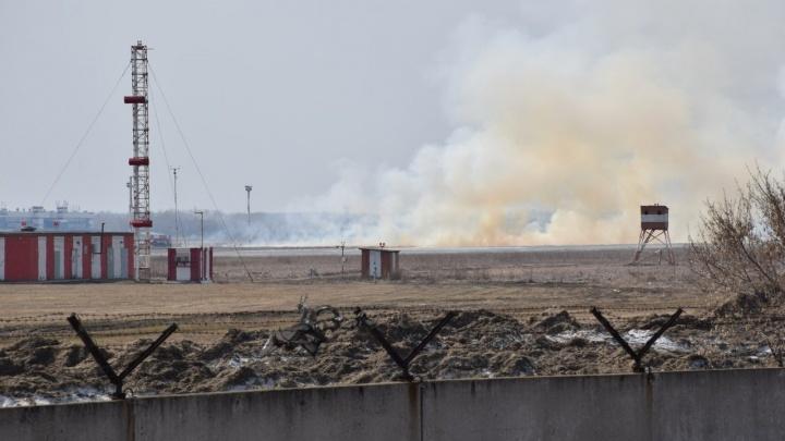 Над аэропортом Толмачёво заметили дым