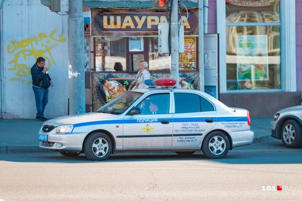 В Ростове мужчина с пистолетом напал на ларек с шаурмой