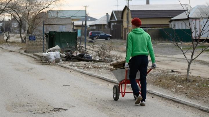 «Мы уже горели»: жители «частника» и рынка завалили мусором многоэтажку на севере Волгограда