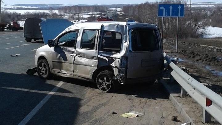 Смертельное ДТП: «Фольксваген» не уступил дорогу грузовику на трассе в Самарской области