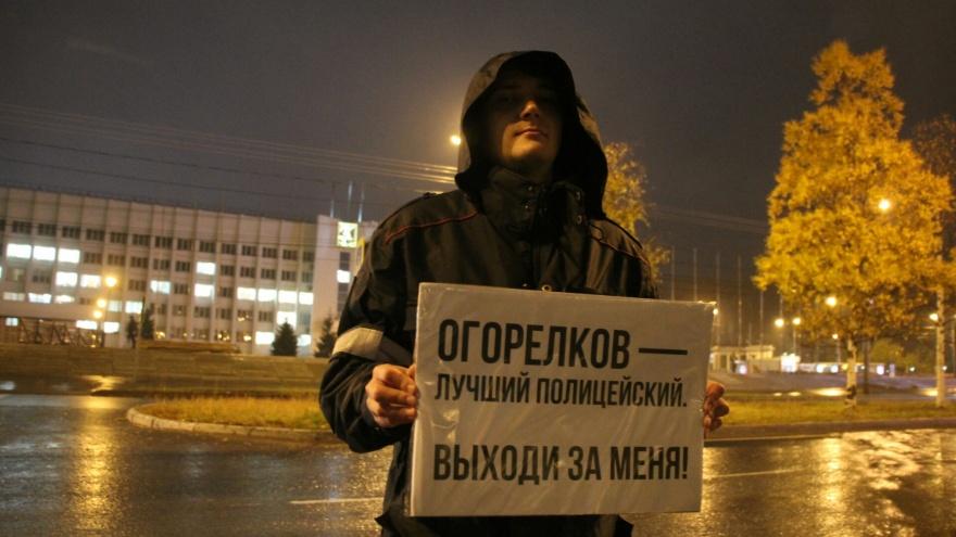 «Огорелков, выходи за меня»: как в Архангельске гуляют и беседуют про обыск активистки из-за порно